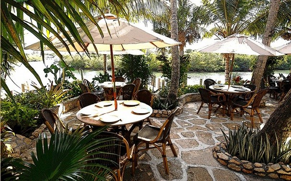 Guanabanas waterfront dining is relaxing thanks to Acoustifence concelead within the landscaping.